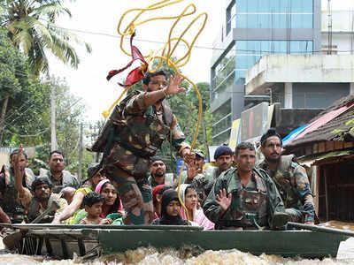 Kerala floods: Indian Army distributes relief materials in Thiruvananthapuram