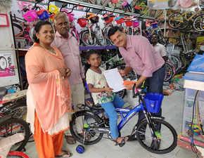 Kerala flood: 9-yr-old donates piggy bank savings for cycle; Pankaj M Munjal gifts her bike, promises one every year