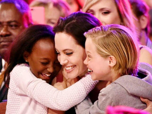 Angelina-Jolie_with-kids_AFP_640x480