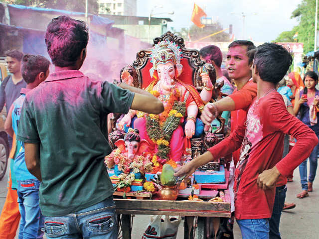 Visit Mumbai for a guided Ganpati tour or sit by the Emerald Lake in Tamil Nadu for the perfect weekend getaway