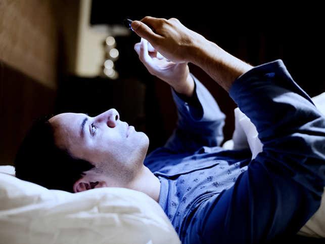 sleep-phone-GettyImages-531769925