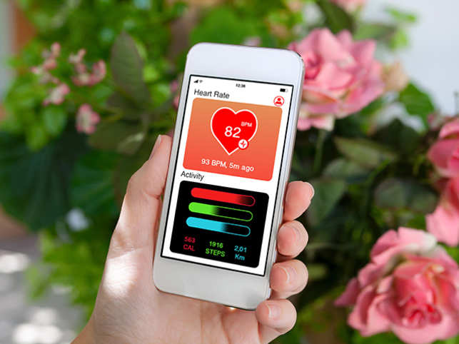 phone-heart-tech-app-GettyImages-1019259610