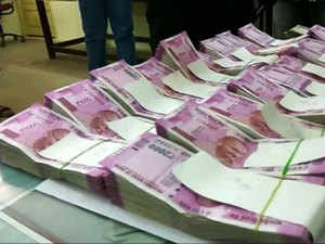 RBI squeezing circulation of Rs 2000 currency notes