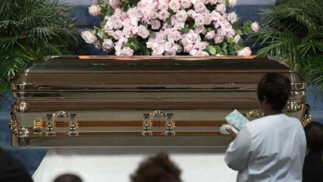 Aretha Franklin funeral fills Detroit church with prayers, stars