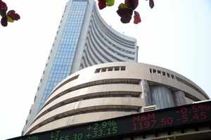 Sensex extends losing streak on FPI outflows, rupee slump