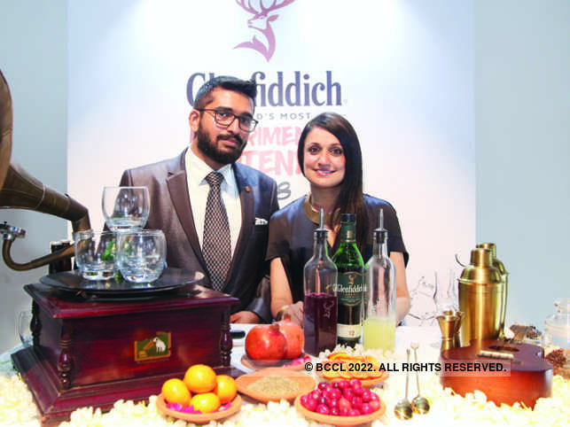 ETP5 02 India winners of the Glenfiddich World's Most Experimental Bartender competition- Bartender Rohan Matmary and singer Sonam Kalra 5c