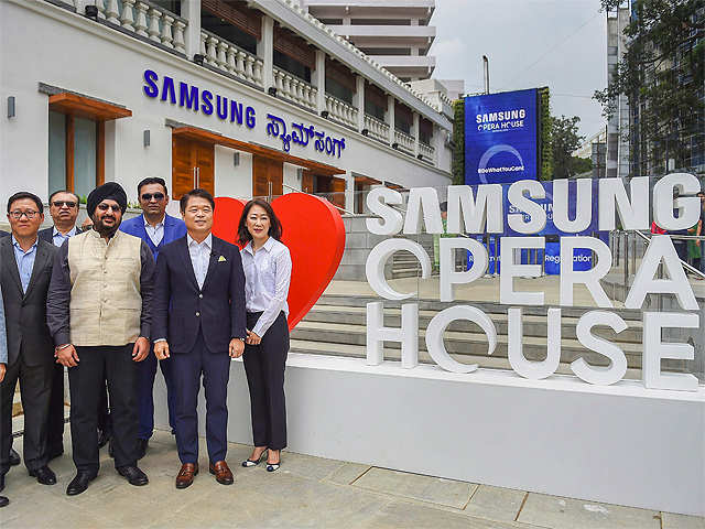 Samsung Opens Worlds Biggest Store In Bengaluru Samsung Worlds