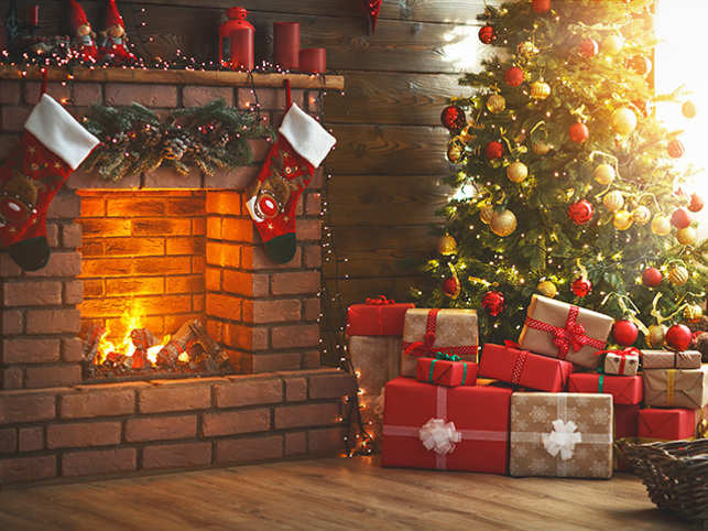 christmas fireplace thinkstockphotos 873180722 - Fireplace Christmas Decorations Amazon