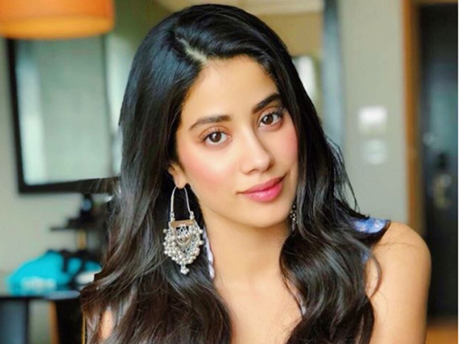 Janhvi Kapoor: No woman should feel apologetic about the way she looks,  says Janhvi Kapoor - The Economic Times