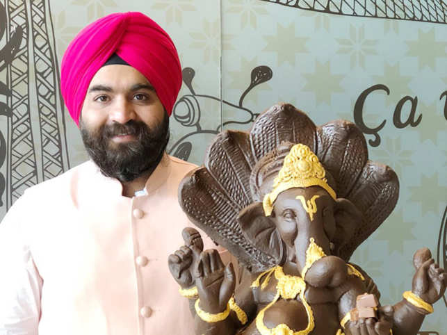 Harjinder Singh Kukreja ‏ with chocolate Ganesha