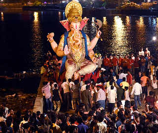 Ganesh Visarjan: People Bid Adieu To 'Nagpur Cha Raja' With Fervour