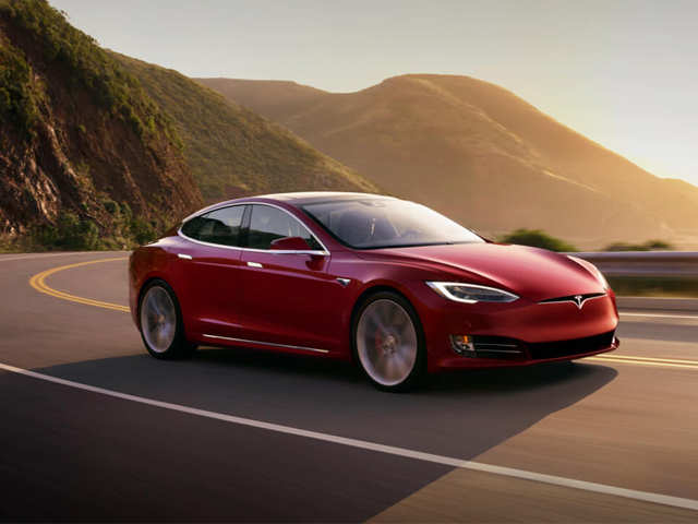 Tesla bats for full self-driving capabilities; offers benefits worth $13k to employees