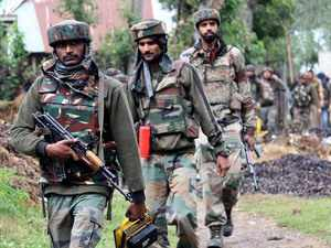 GoC-in-C Northern Command visits Kashmir, reviews operational preparedness of Army