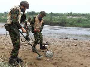 North Korea, South Korea begin removing landmines along fortified border