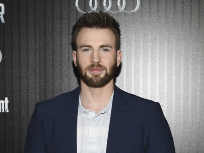 Chris Evans Chris Evans Shares Emotional Post As He Signs Out Of Captain America The Economic Times