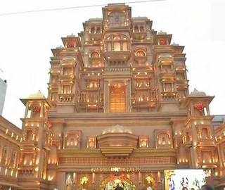 Durga Puja pandal in Kolkata creates replica of Chittor palace