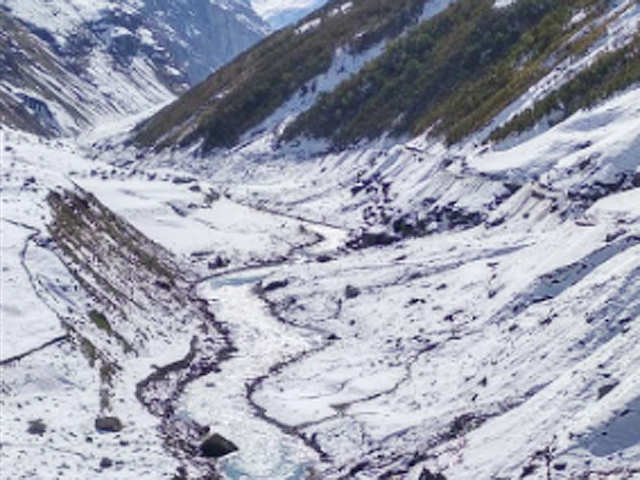 River freezes in Himachal Pradesh as temperature dips - Fresh spell