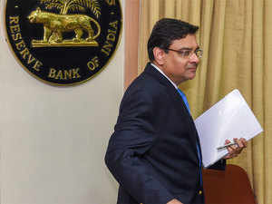Are the govt and RBI playing different tunes on currency crisis?