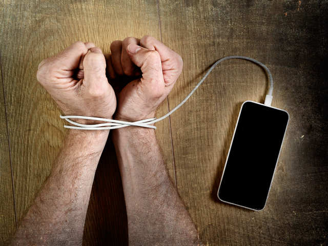 Social media addiction can lead to low self-esteem, envy: 5 ways to beat it