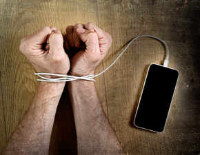 Social media addiction can lead to low self esteem, envy: 5 ways to beat it