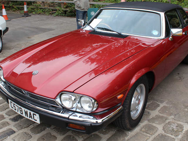 Here's your chance to be like Frank Sinatra: Own the vintage Jaguar XJ