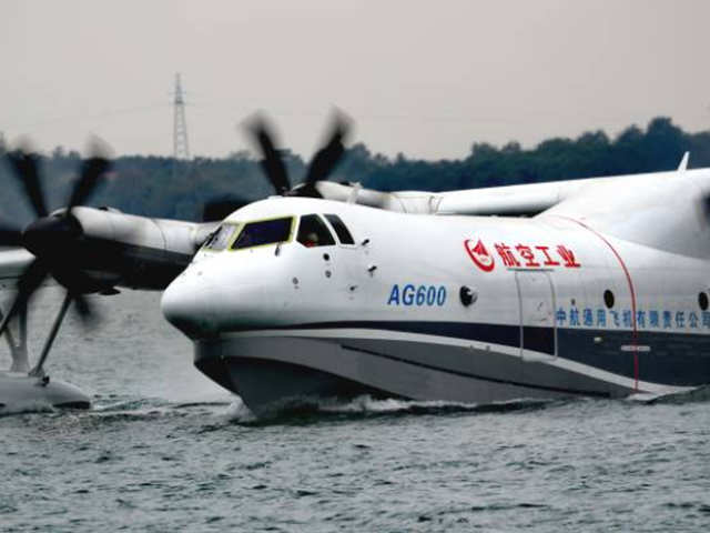 China builds world's largest amphibious plane AG600 - World's