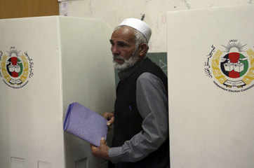 More than 130 casualties in Afghan election violence: Officials