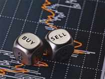 'BUY' or 'SELL' ideas from experts for Monday, 22 October 2018