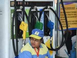 Petrol pumps shut in Delhi for VAT cut demand; Kejriwal blames BJP for strike