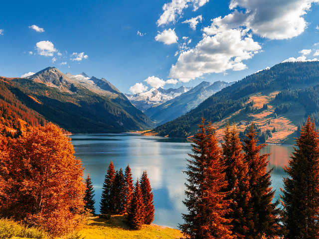 Hiking, bonfires, trekking: Switzerland is your go-to place during autumn