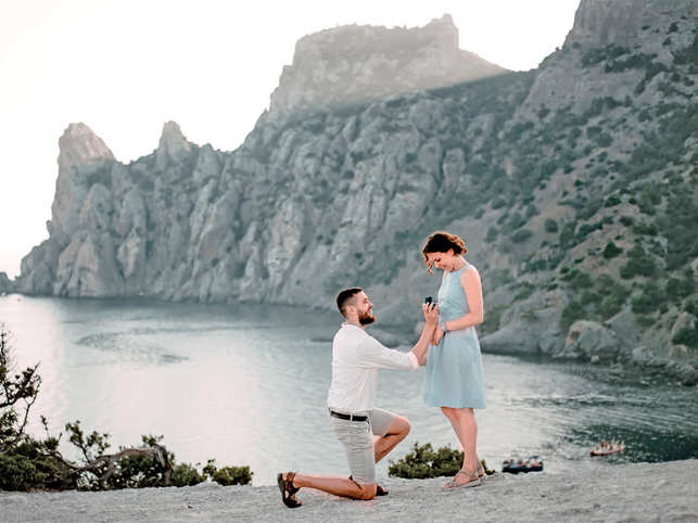 couple-propose-travel