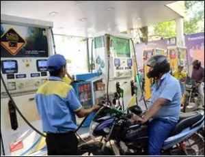 Petrol price plunges below Rs 80 in Delhi