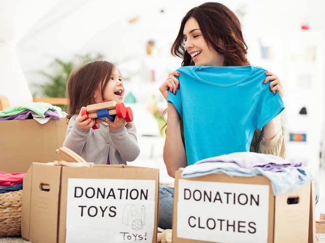 donate-charity-mother-daughter-child-kindness-GettyImages-166637296