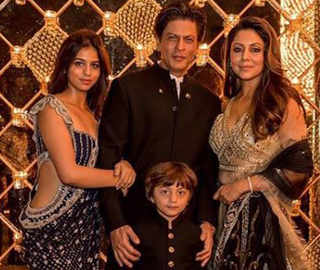 SRK's Diwali Bash Is Family, Friends, Love & All Things Black