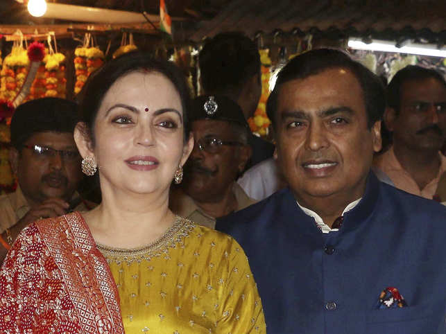 ​​Mukesh Ambani and wife Nita Ambani (L) during their visit to Siddhivinayak temple in Mumbai on October 29, 2018.​