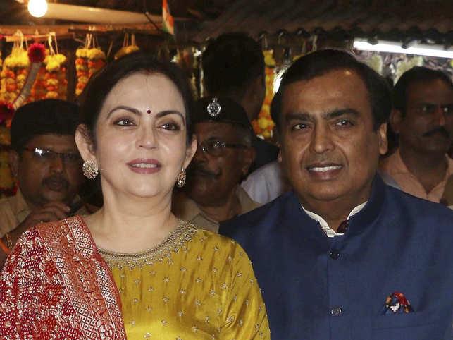 Mukesh Ambani Treks To Kedarnath Badrinath Offers Daughter