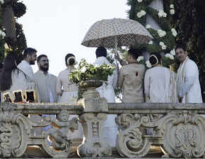 Deepika-Ranveer, dressed in ivory & gold, take their vows in a Konkani ceremony; Mana Shetty among guests