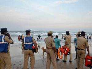 Cyclone Gaja to hit Tamil Nadu coasts today afternoon, trains & schools suspended