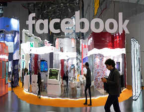 Top executives leave Facebook, employee morale plummets to all-time low