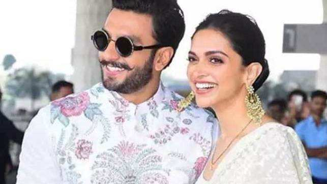 Newly-wed couple Ranveer-Deepika spotted at Mumbai airport