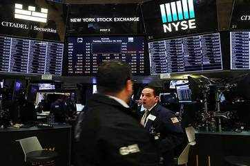 Dow drops more than 450 points; tech stocks rout erases market's gain for 2018