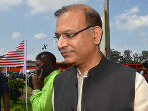 Jayant Sinha pays for his in-flight snacks, Twitterati likes it