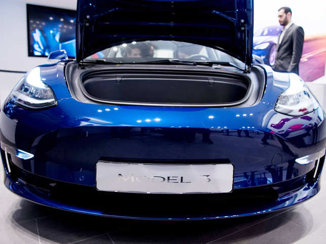Model 3 Customer Complains About Cars Performance Tesla Accidentally Gives Forum Access To 1 5 Mn