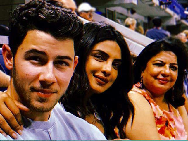 (L-R) Nick Jonas, Priyanka Chopra and her mother Madhu