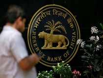 'RBI should push for fresh issuance of shares by banks to meet licensing guidelines'