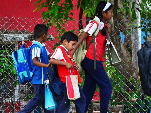 Sarkar Fixes Weight of Classroom Satchels