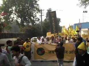 Farmers protest in Delhi: Over 1 lakh march from Bijwasan to Ramlila Maidan demanding loan waiver