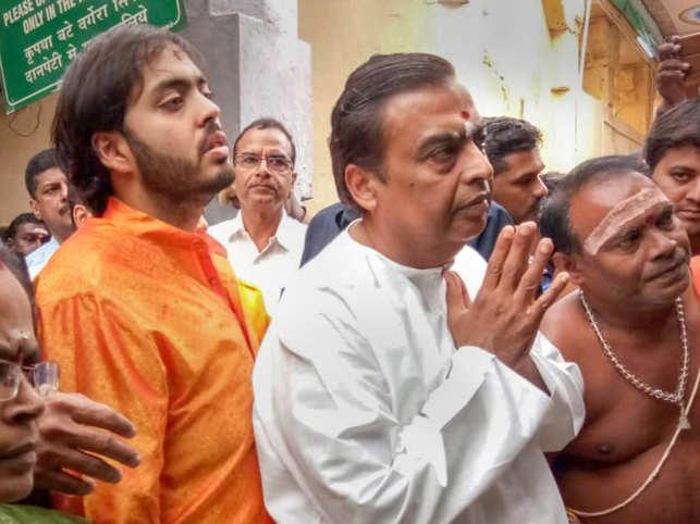 Mukesh Ambani and his son Anant at Rameswaram temple.