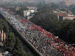 Mega farmer rally reaches Delhi's Parliament street