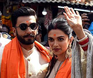 Deepika-Ranveer visit Siddhivinayak temple with Padukones & Bhavnanis